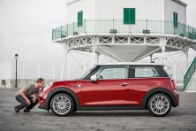 MINI Cooper - is that man really kissing that car?
