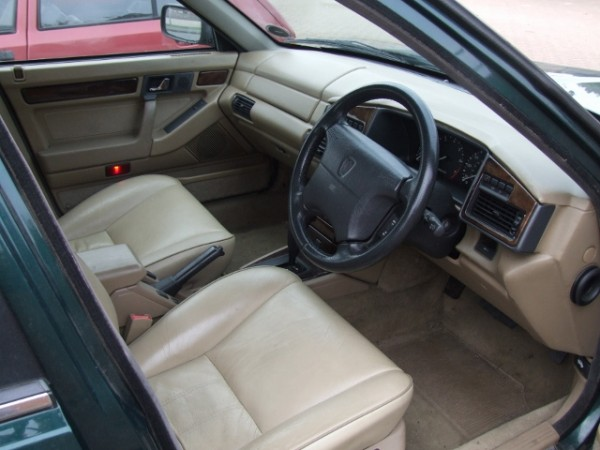 Mint 71k interior, no 'dash lift' and those lovely early Mk 2 leather seats (so much more comfortable than the later 'piped' ones in my opinion meant this car was worth saving...