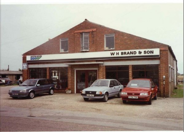 1988, and an MG Maestro and Montego HL share forecourt space with a traded-in Mk3 Escort