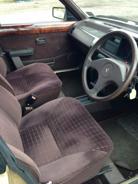 Cabin is generally tidy, and even comes with original brown Austin-Rover floor mats