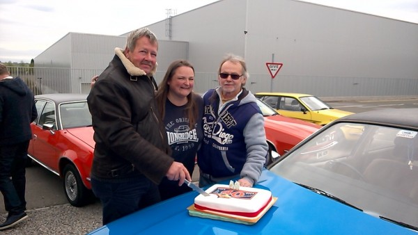 Event organiser Tanya Field flanked by Ray Coles and Kenny O' Hare cut the Princess 40th birthday cake - It was a bloody cold day though!
