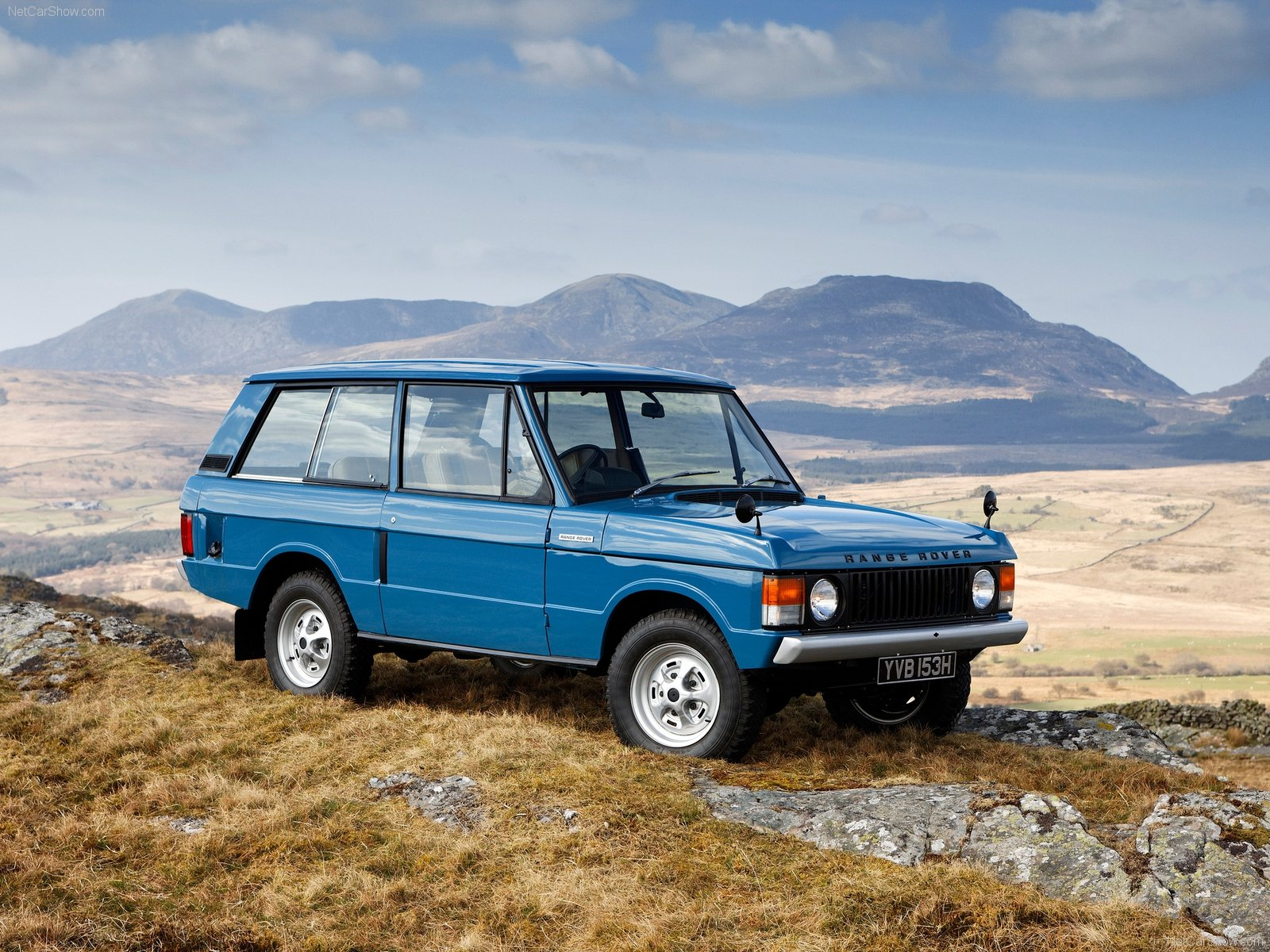 Blog Raise a glass to 45 years of the Range Rover AR line