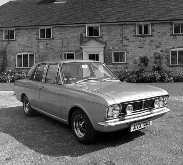 ford_cortina_1600e_4-door_saloon