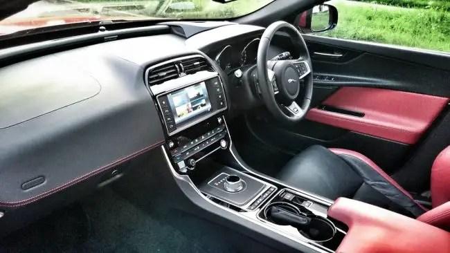 Jaguar XE (3)