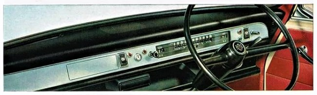 Clean lines: Dashboard of an Austin 1100 Mk2 Super Deluxe. 1967.