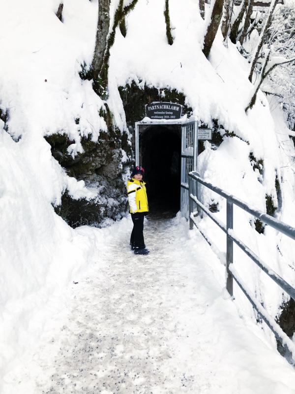 Spektakuläre Winterwanderung durch die Partnachklamm