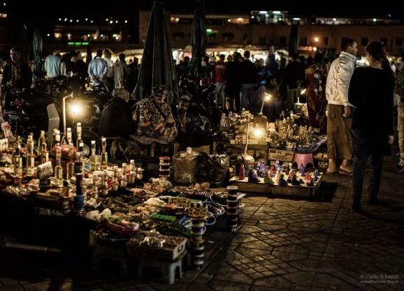 Franzi schlendert durchs nächtliches Treiben auf der Jemaa El Fnaa (Unesco)