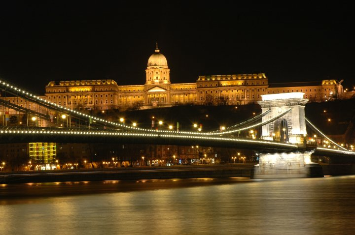 budapest at night time (2)
