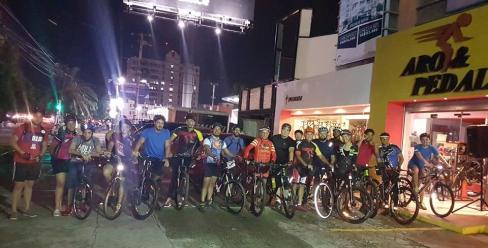 Grupo de ciclista que recibieron recomendaciones para montar bici.