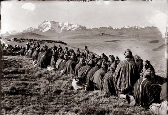 Martin-Chambi-Merienda-en-Ocangate-Frente-al-Nevado-Ausangate