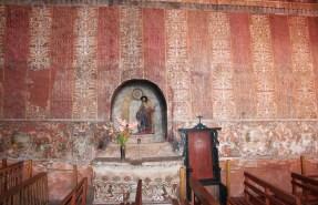 Detalle, murales textiles en Capilla de Nuestra Señora de la Candelaria de Canin- Cunca decoradas con damascos pintadas, 17mo tardío o principios del siglo 18, Provincia de Quispicanchi