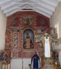 retablo pintado elaborada con columnas salomónicas, hojas de acanto y otros adornos decorativos, 17 o siglo 18. Iglesia de Pitumarca, provincia de Canchis. Foto por Raúl Montero Quispe.