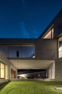 Balmoral House - Clinton Murray + Polly Harbison