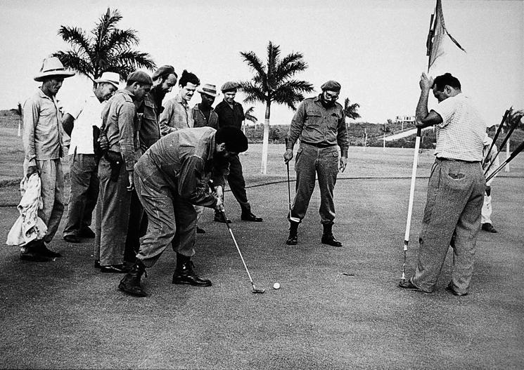 Fidel Castro and Che Guevara play golf, January 1961