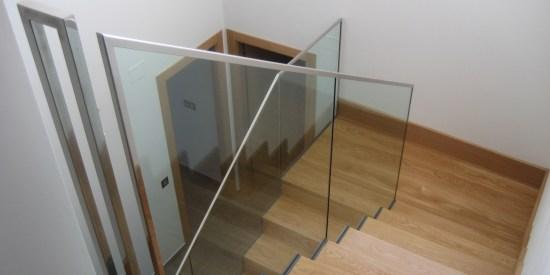 escalera con baranda de acero inoxidabel y cristal templado para interior
