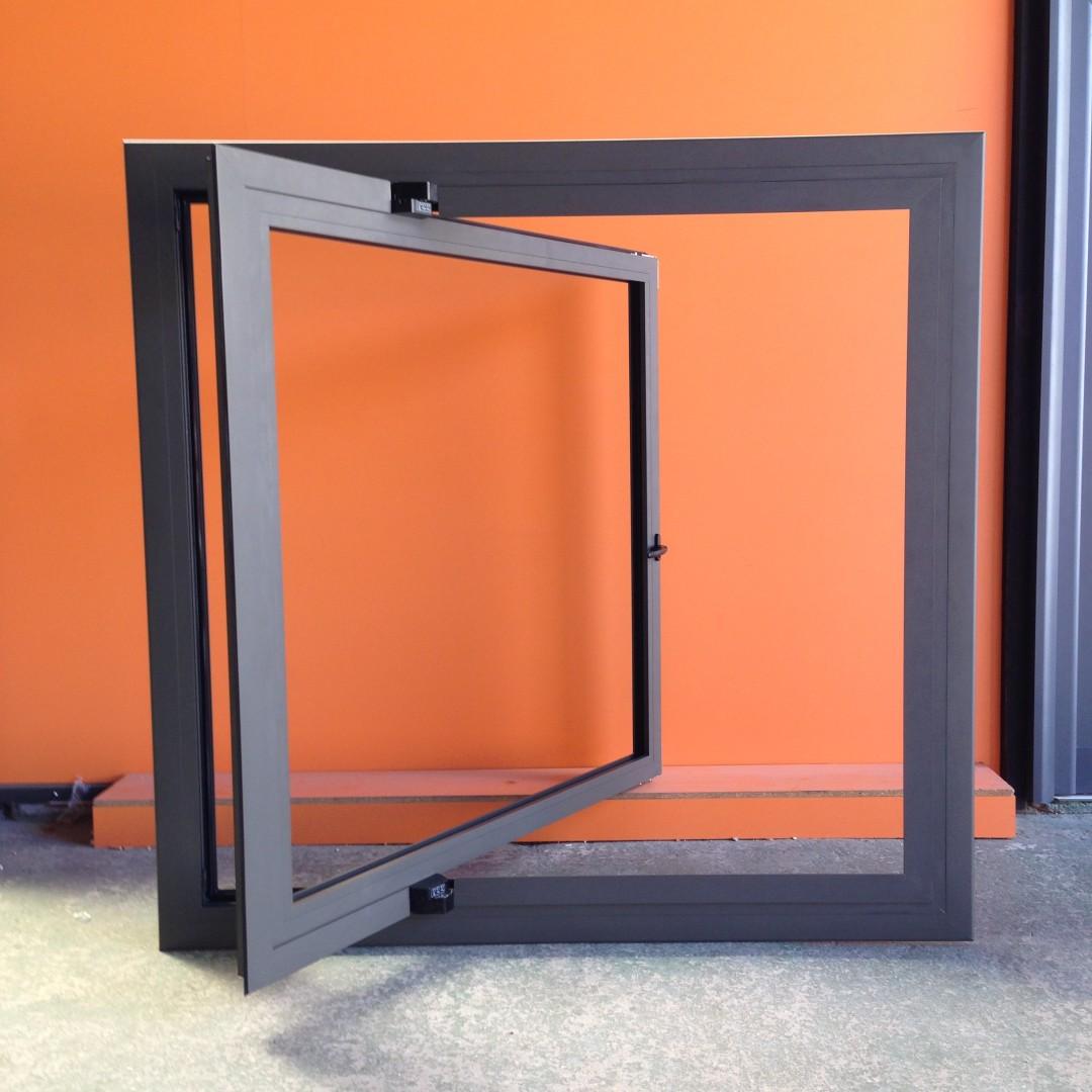Instalaci n de ventanas de cristal y aluminio en cajamarca for Instalacion de ventanas de aluminio