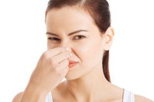 Como quitar el mal olor del baño