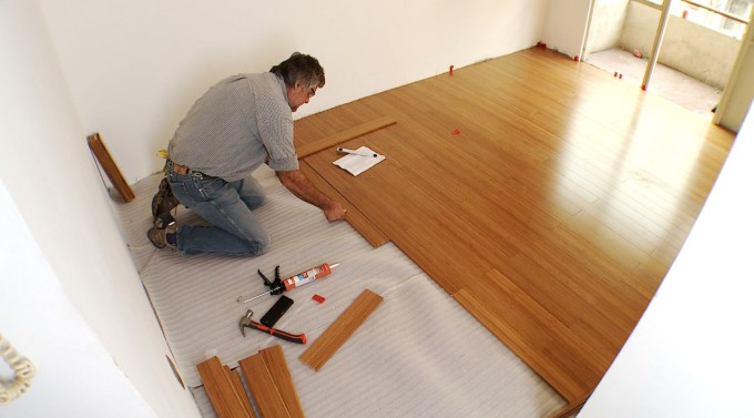 cómo eliminar la humedad del piso