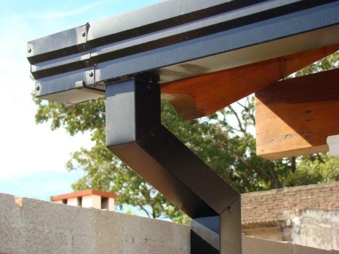 cómo evitar filtraciones en techos de chapa. Canaletas y bajadas pluviales 5aa3a4ec410