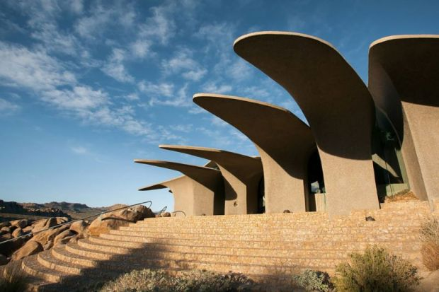 arquitectura high desert house Kendrick Bangs Kellogg fotografía de lance gerber exterior pergola