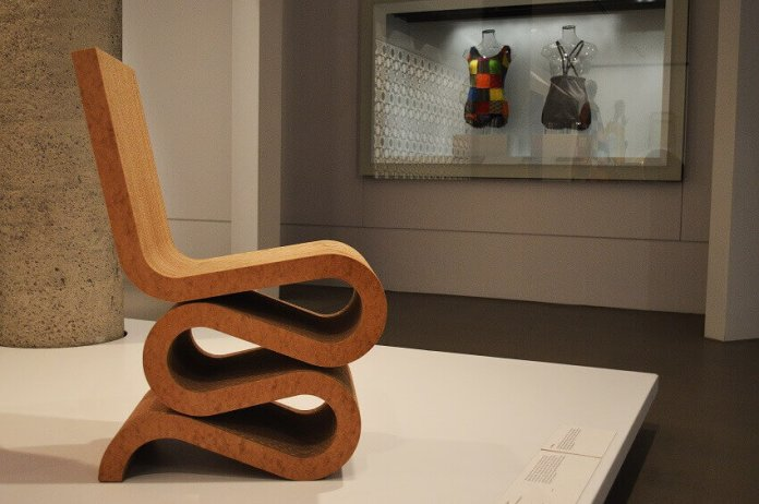 Frank Gehry - Silla Wiggle Side Chair