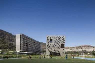 Facultad de Economía y Empresa Universidad Diego Portales / Rafael Hevia + Rodrigo Duque Motta + Gabriela Manzi
