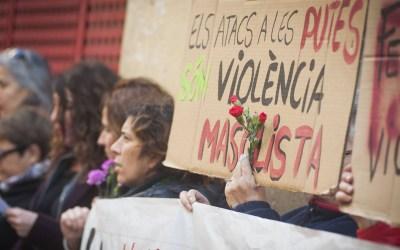 Decenas de prostitutas se concentran en el Raval protestando por el asesinato de una compañera
