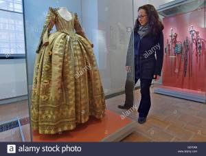 torgau-germany-29th-apr-2016-the-dress-of-electress-magdalena-sibylla-G0704B