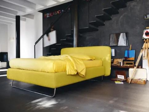 Scopri tutti i nostri modelli di letto con diverse possibilità di misure, matrimoniale, alla francese, una piazza e mezza o singolo, con e senza contenitore. Letti Milano