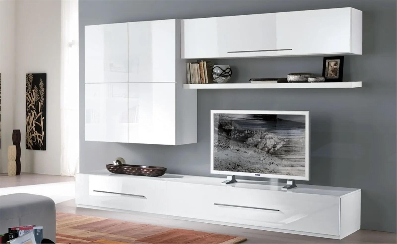 Le pareti attrezzate, grazie ai loro pensili, permettono di creare spazio dove riporre libri ed altri oggetti, oltre che offrire un piano per la tv. Mobili Per Tv Economici