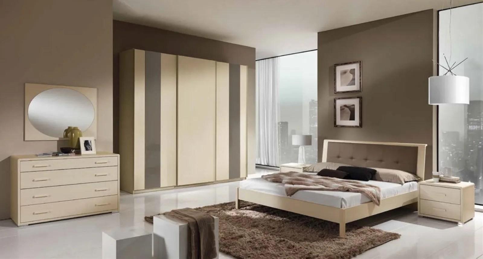 Rivestimenti color panna o avorio si abbinano con i colori scuri del legno. Scegliere Colore Pareti Camera Da Letto