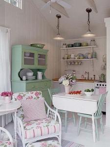Arredamento country classico bianco e colori pastello