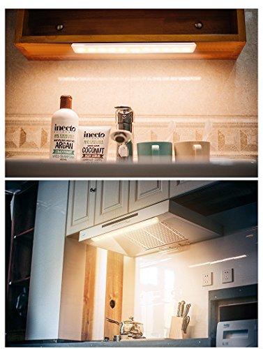 Chesbung Luce per Armadio 2pcs  Luce Wireless a 10 LED con Sensore di Movimento Luce Notturna Portatile con Striscia Magnetica per Armadio Scale Notte CorridoioViottolo MuroBianco Caldo