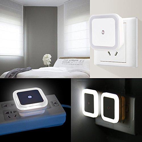 Lampada notturna a LED con sensore ON  OFF automatico intelligente Set di 4 lampada plugin DART 05w per camera da letto bagno corridoio scale o camera oscura Luminosit morbida Bianca