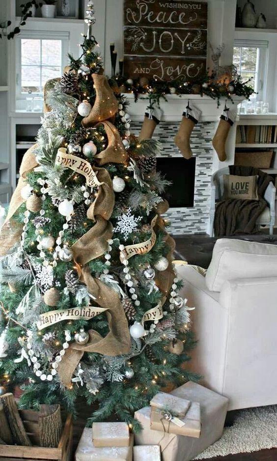 Per rendere ancora più vintage l'aspetto degli alberi di pasqua shabby chic potete lasciare i rami del loro colore naturale. Albero Di Natale Shabby Chic 2018 5 Idee Che Vi Toccheranno Il Cuore Arredamento Provenzale
