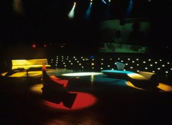 L'evento di presentazione del divano nel 1988(fonte: https://emiliotremolada.wordpress.com/tag/zaha-hadid/)