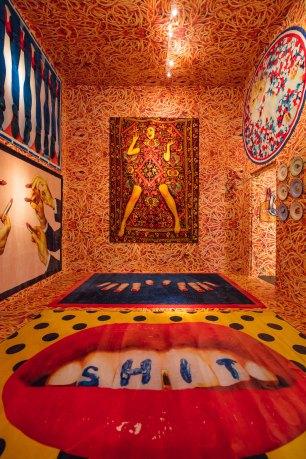 seletti-wears-toiletpaper-pop-up-gallery-rug-show-06-antinori