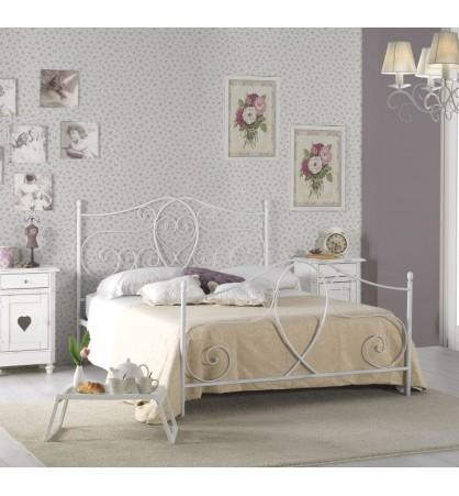 Ambiente della propia camera da letto. Letto Matrimoniale In Ferro Colore Bianco Camomilla Rs