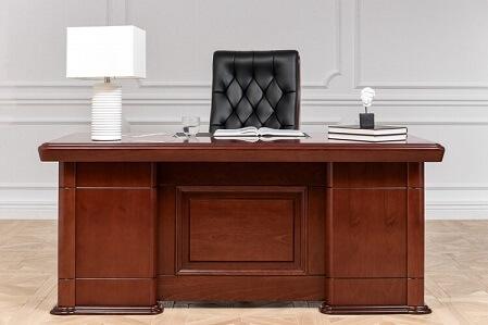 L'ufficio, o il proprio studio domestico, dev'essere quindi curato più di ogni altro ambiente e deve vantare mobili moderni e classici di grande qualità,. Arredamento Classico E Moderno Per Ufficio Casa E Illuminazione