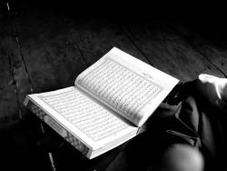 Meletakkan Buku Diatas Alqur'an