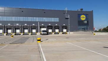 "img src=""Lidl 1.jpg"" alt=""Arrow Couriers delivering to the new Lidl Distribution Centre"""
