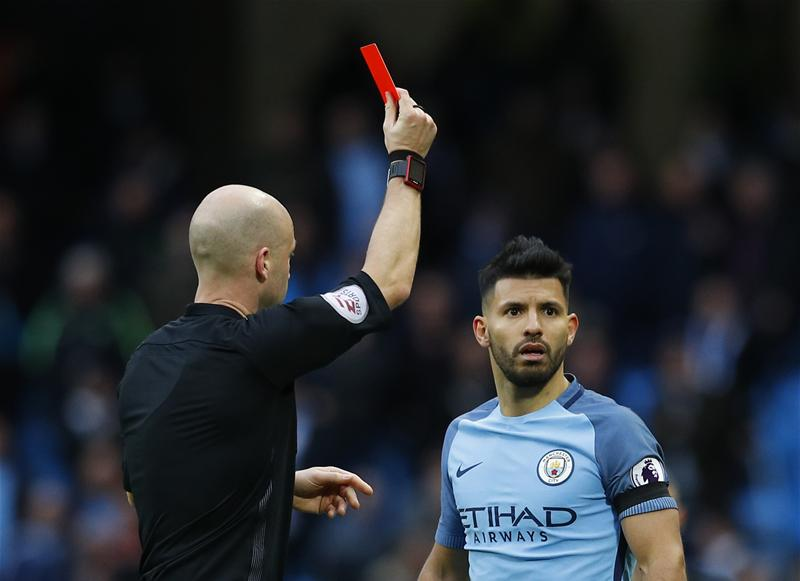City close in on Arsenal striker as Aguero hints at exit