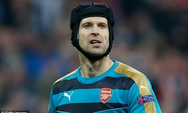 """Bring back Almunia"" – fans go crazy on Twitter after Arsenal's latest poor defensive display"
