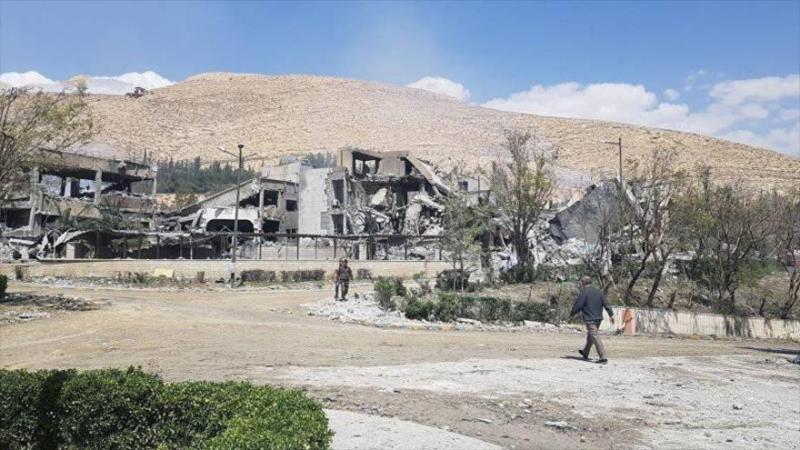 Primeras imágenes de la destrucción del ataque de EEUU en Damasco | HISPANTV Los medios rusos han publicado imágenes de los estragos y la destrucción provocados por ataques con misiles lanzados este sábado de madrugada por EE.UU., el Reino Unido y Francia contra ciertos objetivos en la periferia de Damasco, capital de Siria. Las imágenes hablan por sí mismas.