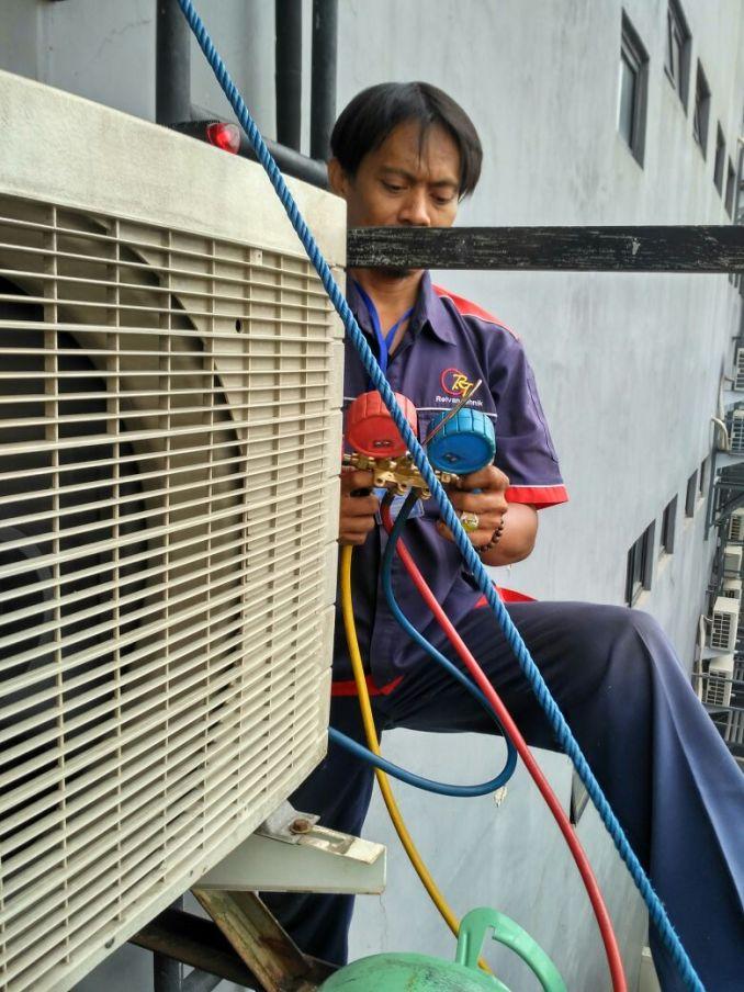 Jasa Service AC Boulevard Raya Jakarta Hubungi 08979012689
