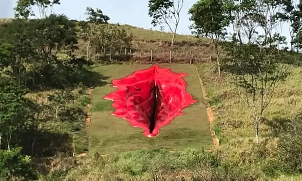 Sculpture of a vagina in Brazil by Juliana Notari Art World Roundup