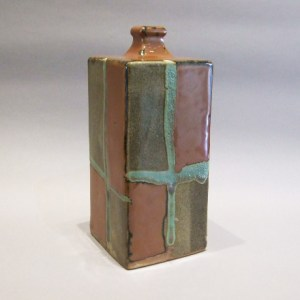 浜田庄司 柿釉青十字掛角瓶