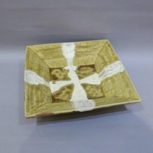 浜田庄司 黄釉白十字掛角皿