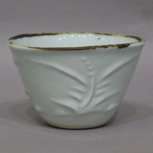 河井寛次郎 花紋浮刻白磁碗