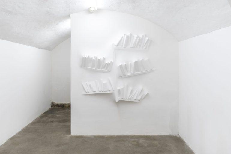 Gaps (Bookshelf) III, 2018, polyester resin, wall paint, 120 x 120 x 17 cm